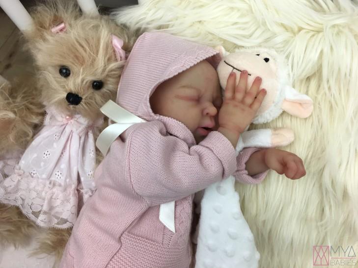 NICO PIEL CLARITA * Bebé de Silicona con Cuerpo de tela articulado